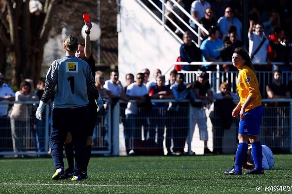 Le tournant du match: Le carton rouge pris par Amélie Delvallée.