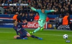 La simulation de Neymar qui a valu un carton jaune à Di Maria