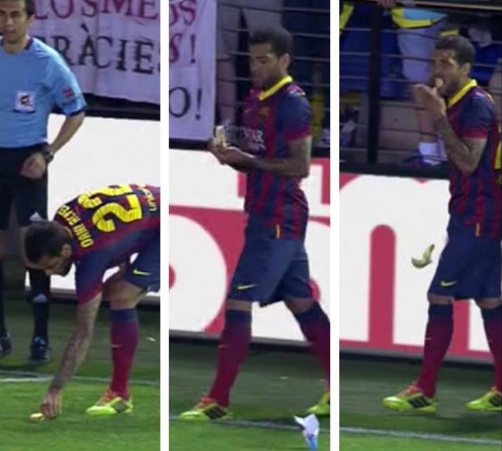 Dani Alves mange une banane lancée par un fan de Villareal