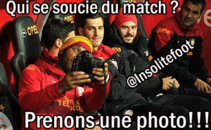 Didier Drogba se prend en photo pendant le match !!!!