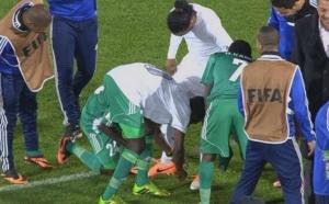 Ronaldinho détroussé par les joueurs du RAJA Casablanca!