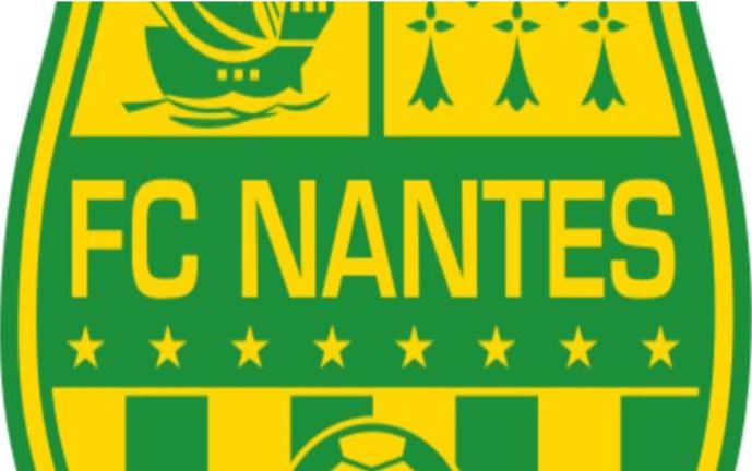 FC Nantes : Matt Miazga tape du poing sur la table