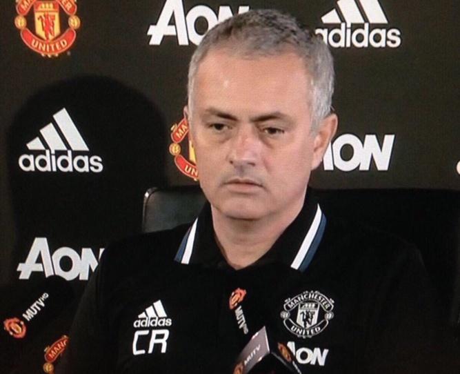 Manchester United : José Mourinho fait encore sa pleureuse