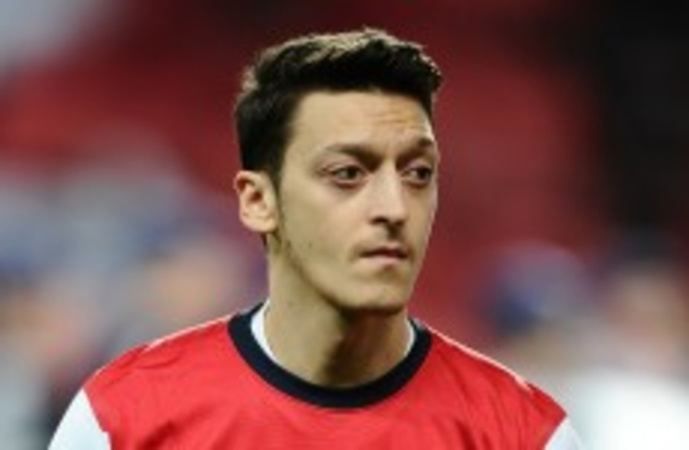 Arsenal : Mesut Özil allumé de toutes parts