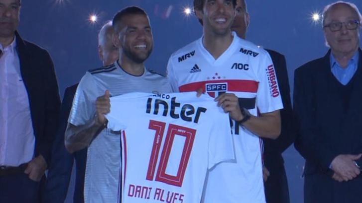Sao Paulo - Dani Alves tacle le Barça et la Juventus