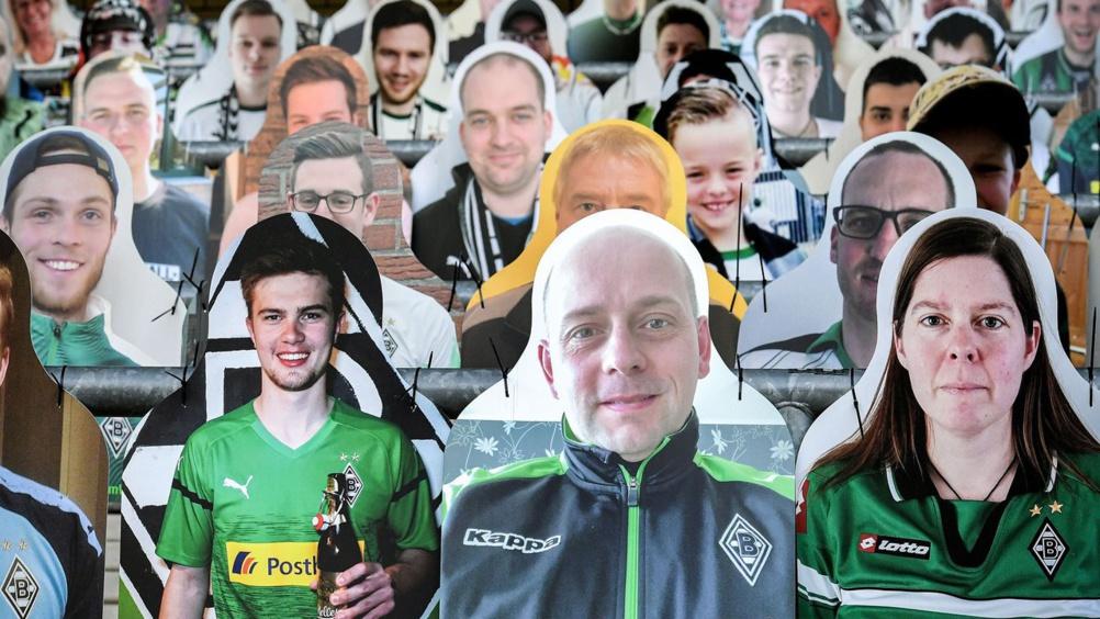 Supporters en carton du Borussia Mönchengladbach