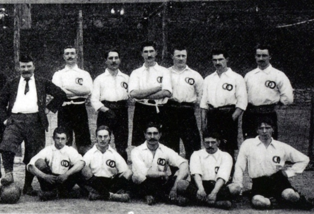 Equipe de France en 1904 (photo trouvée sur le site de la FFF).