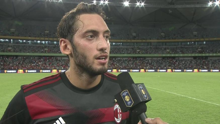 Milan AC : Hakan Calhanoglu sur le départ !