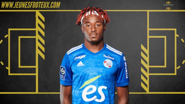 Courtisé par le Milan AC et le RB Leipzig, Mohamed Simakan devrait finalement rester au RC Strasbourg jusqu'à la fin de la saison
