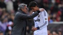 Chelsea : Mourinho fan de Varane !