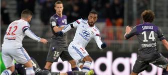Lyon s'impose contre Toulouse et prend les commandes du championnat