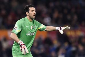 Gianluigi Buffon est particulièrement vigilant. Pourtant, sa Juventus vole vers un nouveau Scudetto!