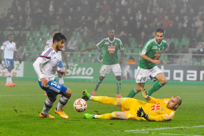 Qui du Lyonnais Nabil Fékir ou du Stéphanois Stéphane Ruffier remportera un derby crucial pour le podium ?