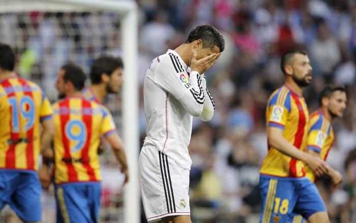 Cristiano Ronaldo le sait bien, le 2-2 contre Valence pourrait condamner le Real dans la course au titre.