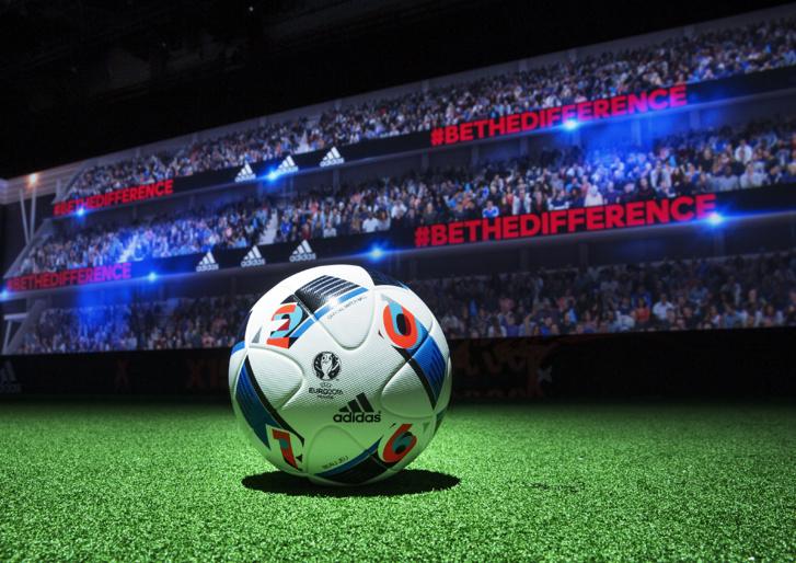 Zinedine Zidane dévoile le ballon officiel de l'UEFA Euro 2016