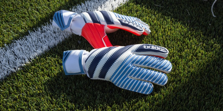 """adidas lance le nouveau """"History Pack"""", une collection de gants rétro"""