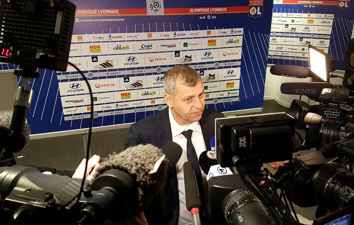 Mercato - OL : Génésio annonce le départ de Lacazette