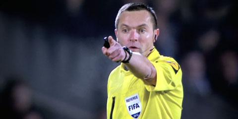 L'arbitre Stéphane Lannoy, tacle le président de l'OL et de Nantes