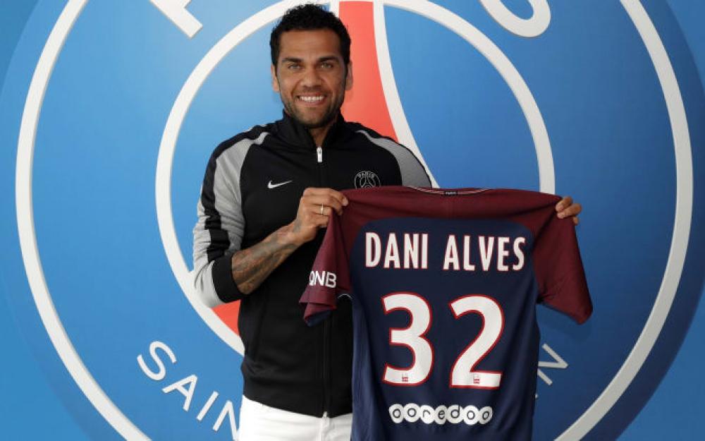 PSG : Daniel Alves compare Kylian Mbappé à Thierry Henry