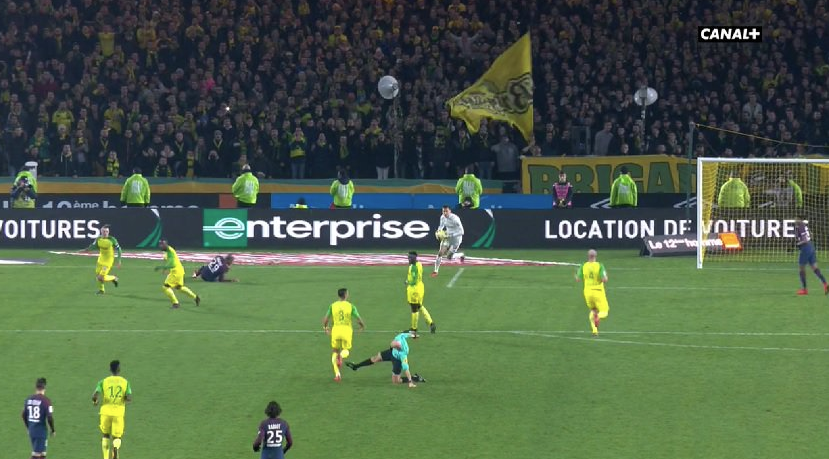 Mauvais geste de Tony Chapron lors de Nantes - PSG : Capture écran Canal+
