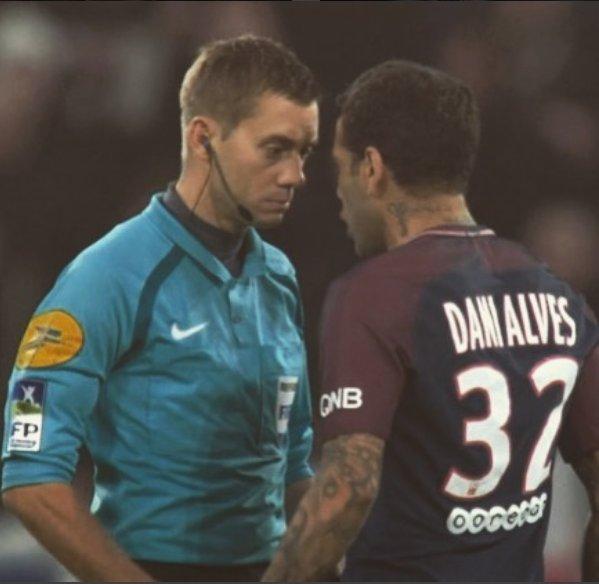 PSG : Pierre Ménès allume Daniel Alves