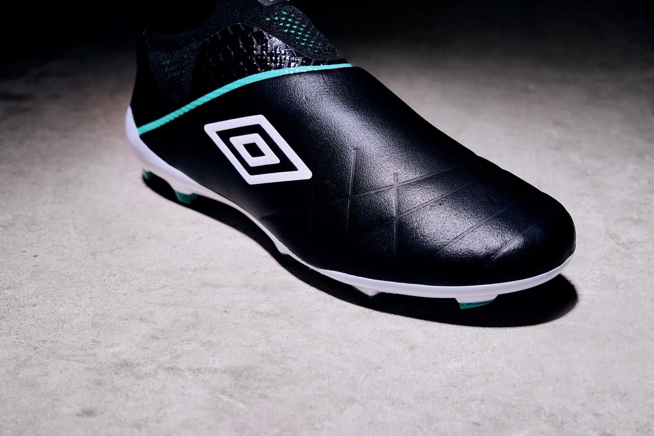 Umbro dévoile la Medusae 3 Elite sa première chaussure de