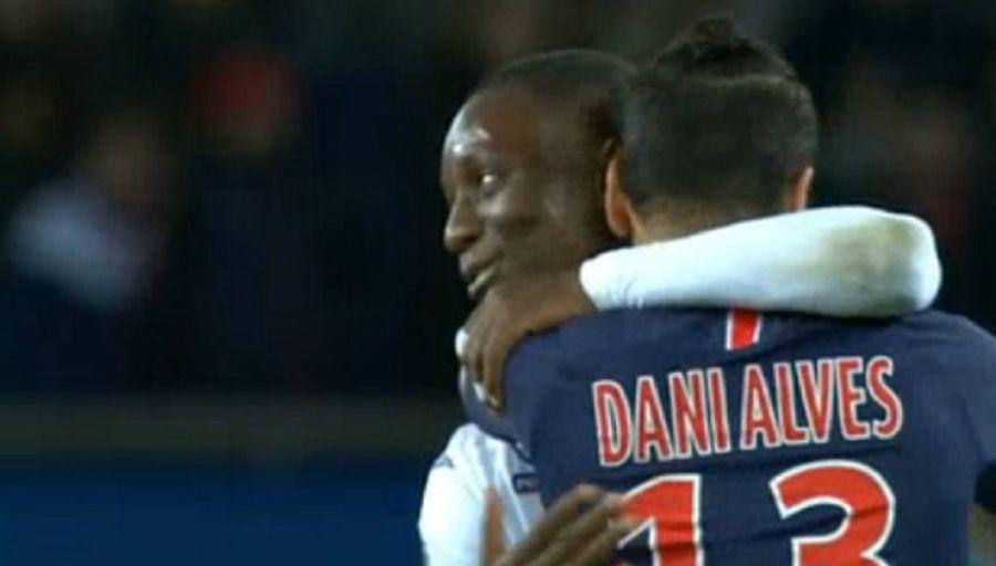 PSG - TFC : Gradel regrette que son geste envers Dani Alves fasse autant polémique