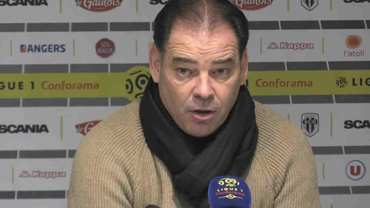 Stéphane Moulin en colère après Angers SCO - OL