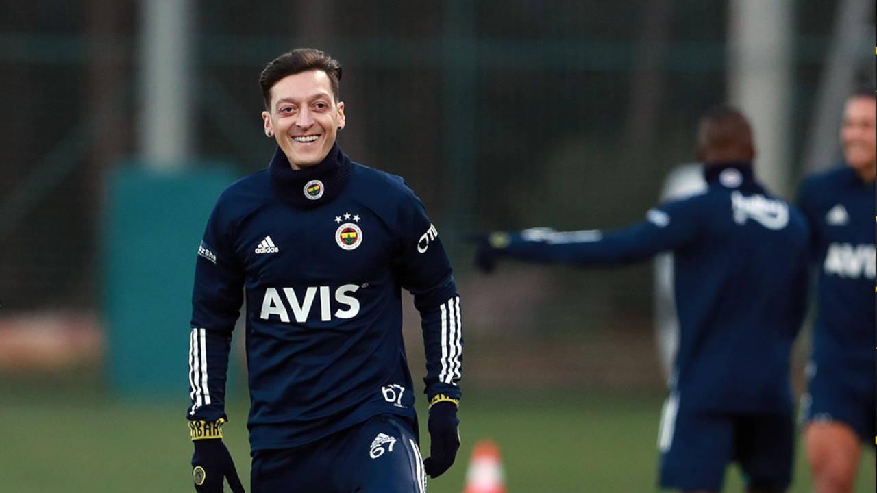 Parti libre d'Arsenal, Özil ne sera pas payé par Fenerbahçe qu'au début de la saison prochaine / Crédit : @Fenerbahce