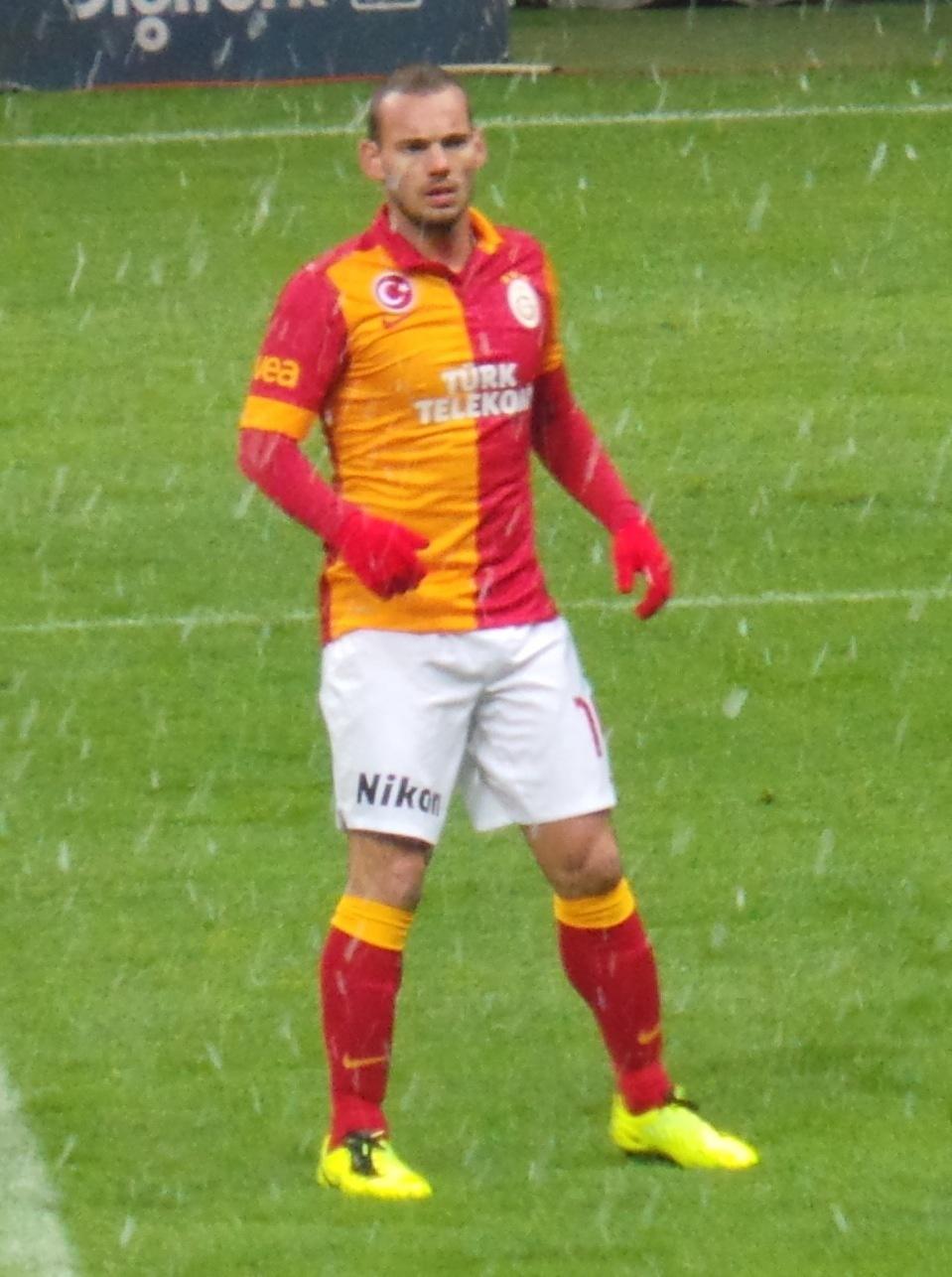 Nani et Valencia pour Sneijder ?