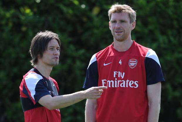 Arsenal : Mertesacker et Rosicky prolongent