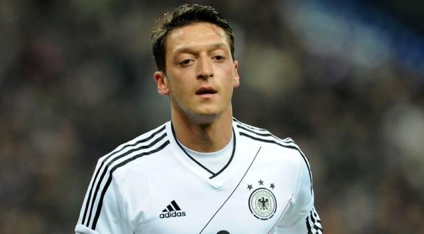 Löw met à l'amende Özil !