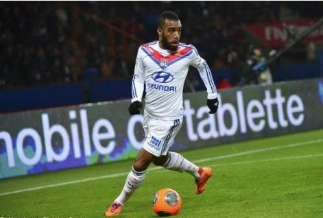 Lyon : une offre de 12 millions d'euros d'Arsenal pour Lacazette