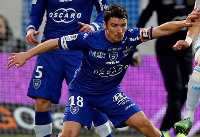Yannick Cahuzac prolonge à Bastia