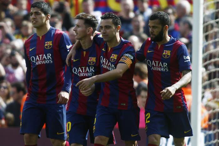 La vie est belle pour le FC Barcelone. Suarez, Messi, Xavi et Daniel Alves ont pris la tête de la Liga !