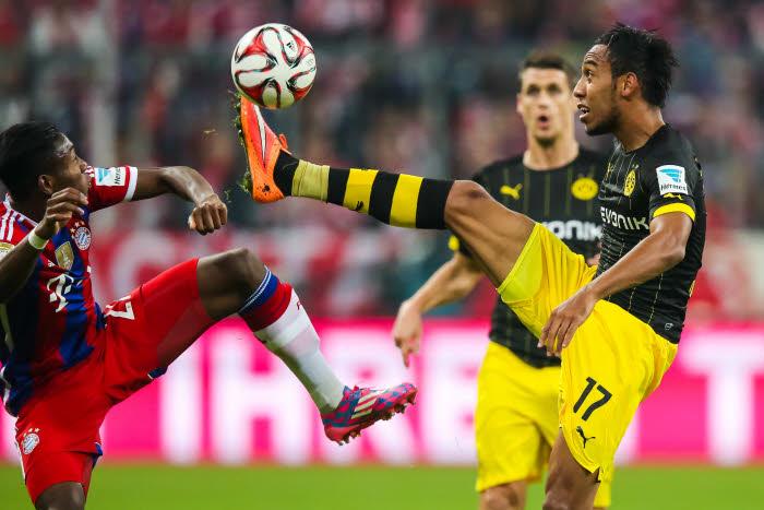 Pierre Emerick Aubameyang et David Alaba à la lutte, une image que l'on devrait revoir lors du prochain Dortmund-Bayern.