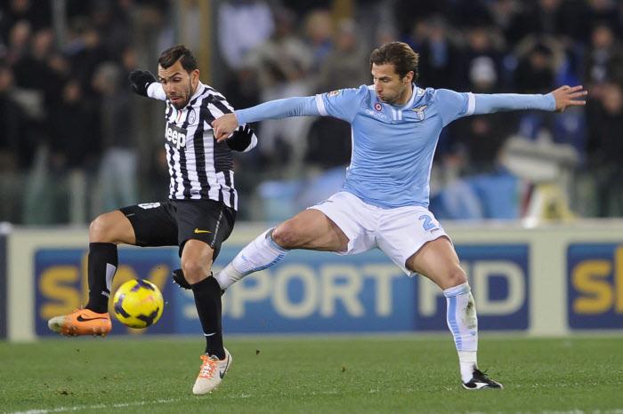 Rencontre de bagarreur entre Carlos Tevez et Lorik Cana. Ce Juventus-Lazio s'annonce pour le moins bouillant !