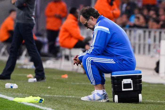 Pour Marcelo Bielsa, le conte de fée tourne au cauchemar. Battu par Lorient, l'OM voit le podium lui filer sous le nez.