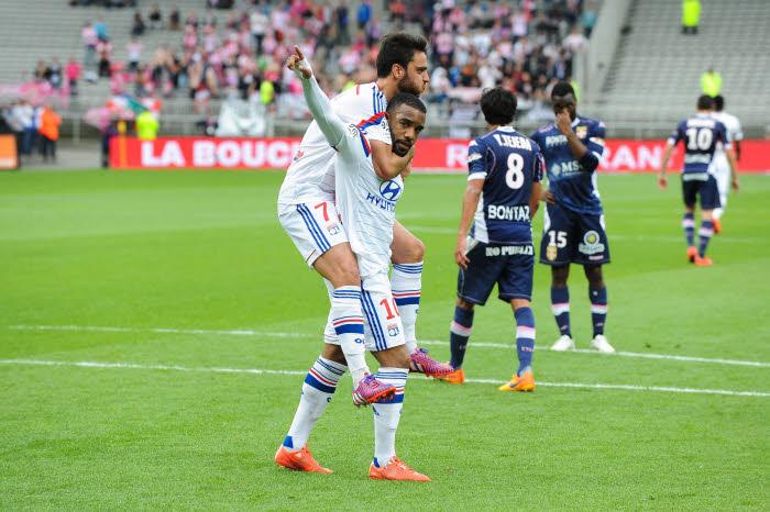 renier et Lacazette, buteurs contre Evian, n'ont pas encore renoncé au titre. Voilà le PSG prévenu!