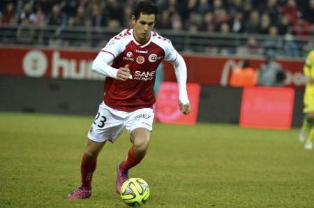 Le  défenseur du Stade de Reims Aissa Mandi