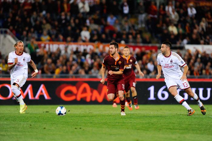 Miralem Pjanic qui s'infiltre entre Mexès et Rami. Voilà le danger pour le Milan contre une Roma relancée.