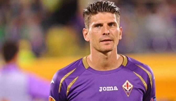 L'attaquant de la Fiorentina Mario Gómez