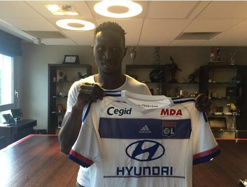 Officiel : Mapou Yanga-Mbiwa à Lyon