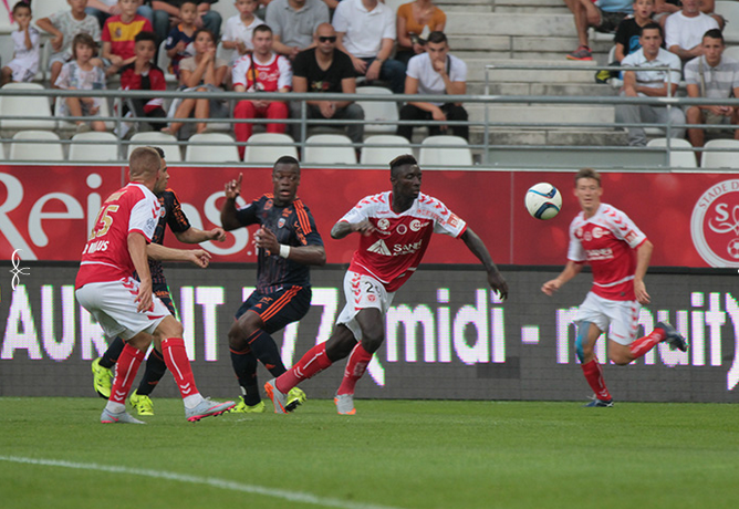 Reims en écrasant Lorient prend provisoirement la tête de la Ligue 1