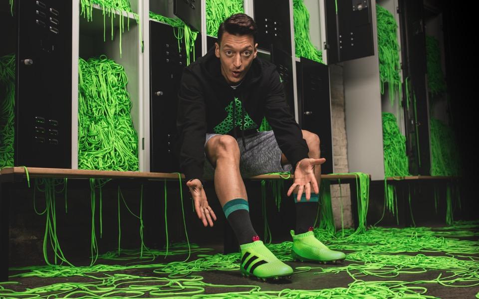 adidas dévoile sa première chaussure de football sans lacets !