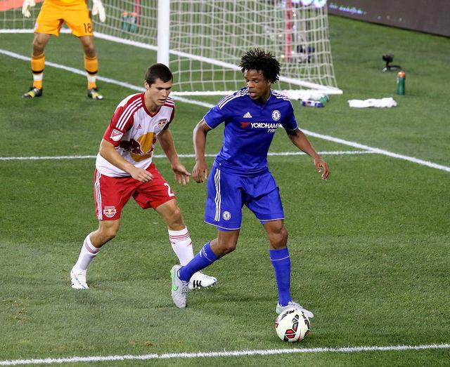 L'attaquant de Chelsea, Loic Rémy contre les New York Red Bull ( credit photo Arturo Pardavila III )