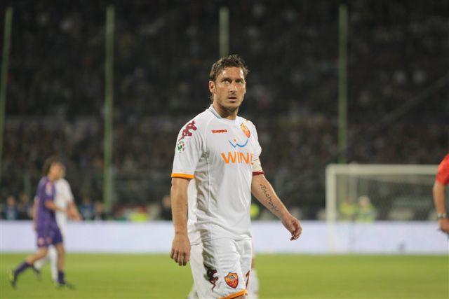 Francesco Totti à l'AS Rome (By Photojournaliste Roberto Vicario (Photojournaliste Roberto Vicario) [CC BY-SA 3.0], via Wikimedia Commons)