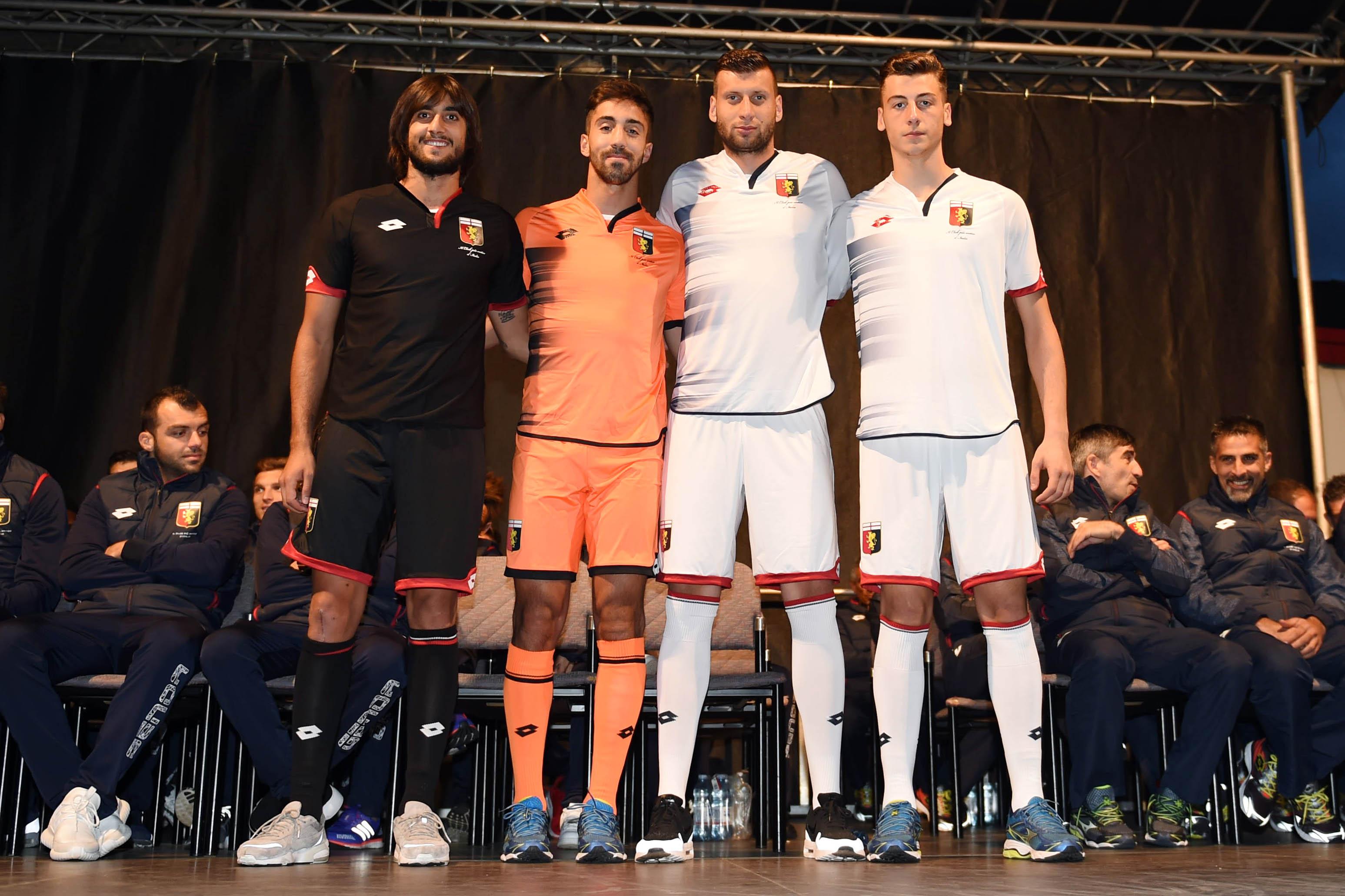 Lotto Sport Italia présente les nouveaux maillots du Genoa CFC 2016 - 2017