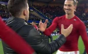 Ibrahimovic se fait allumer par les fans de Manchester United dont Ryan Giggs !