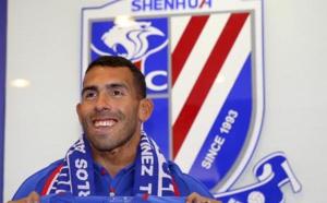 Carlos Tevez tacle la Chinese Super League